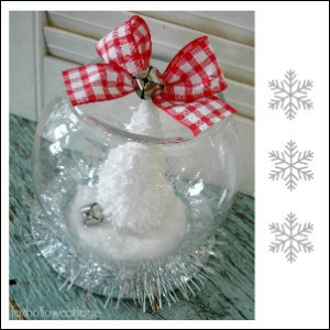 Dollar Tree Christmas Snow Globe {tutorial}