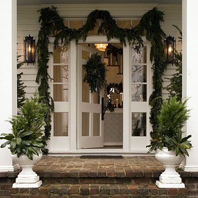 Southern Living Christmas Urn and Garland - Decorating With Urns {Christmas Edition}