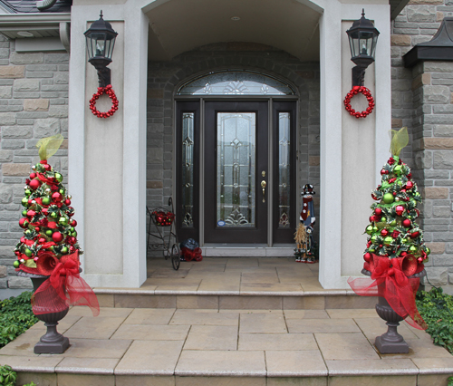Front Door Topiary: Decorating With Urns {Christmas Edition}