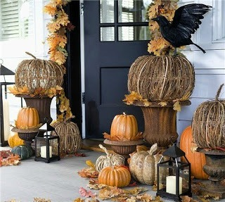 Decorating with urns the fall edition fox hollow cottage for Deco exterieur halloween