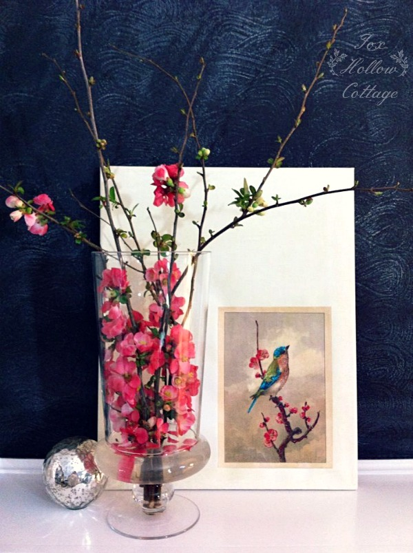 Simple Spring Mantel | #diyhomedecor #diydecorating #decoratingideas