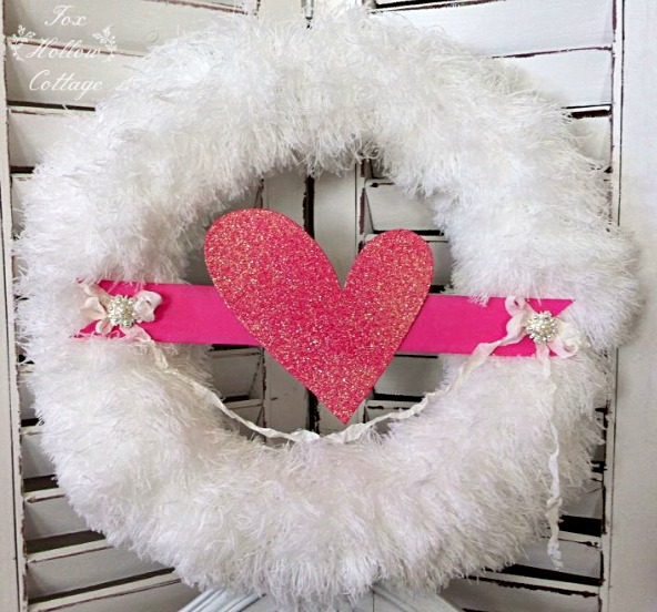 Valentine's Day Diy Fluffy Glitter Heart Wreath | #valentinesday #wreath