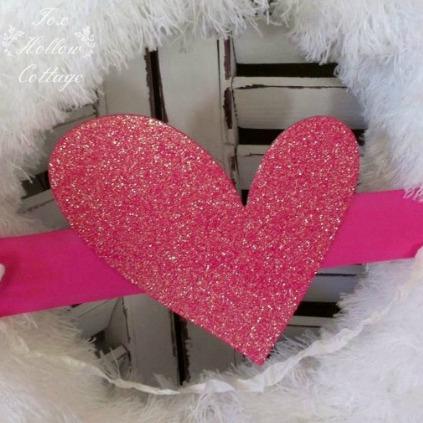 Valentine's Day Diy Fluffy Glitter Heart Wreath | #valentinesday #wreath