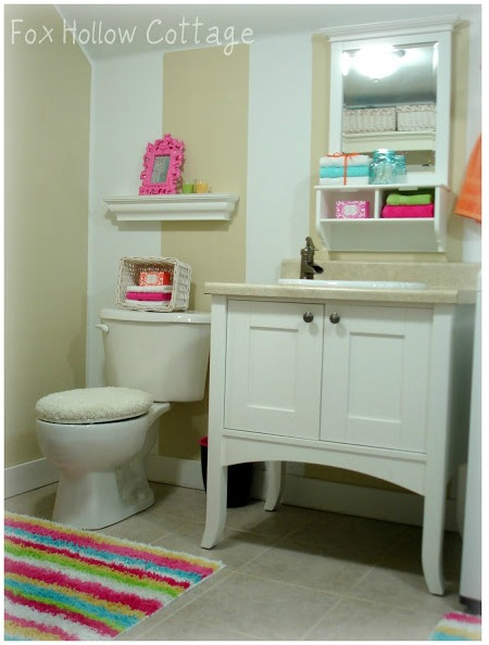 Powder bathroom -Laundry room combination - Bright Summer decor