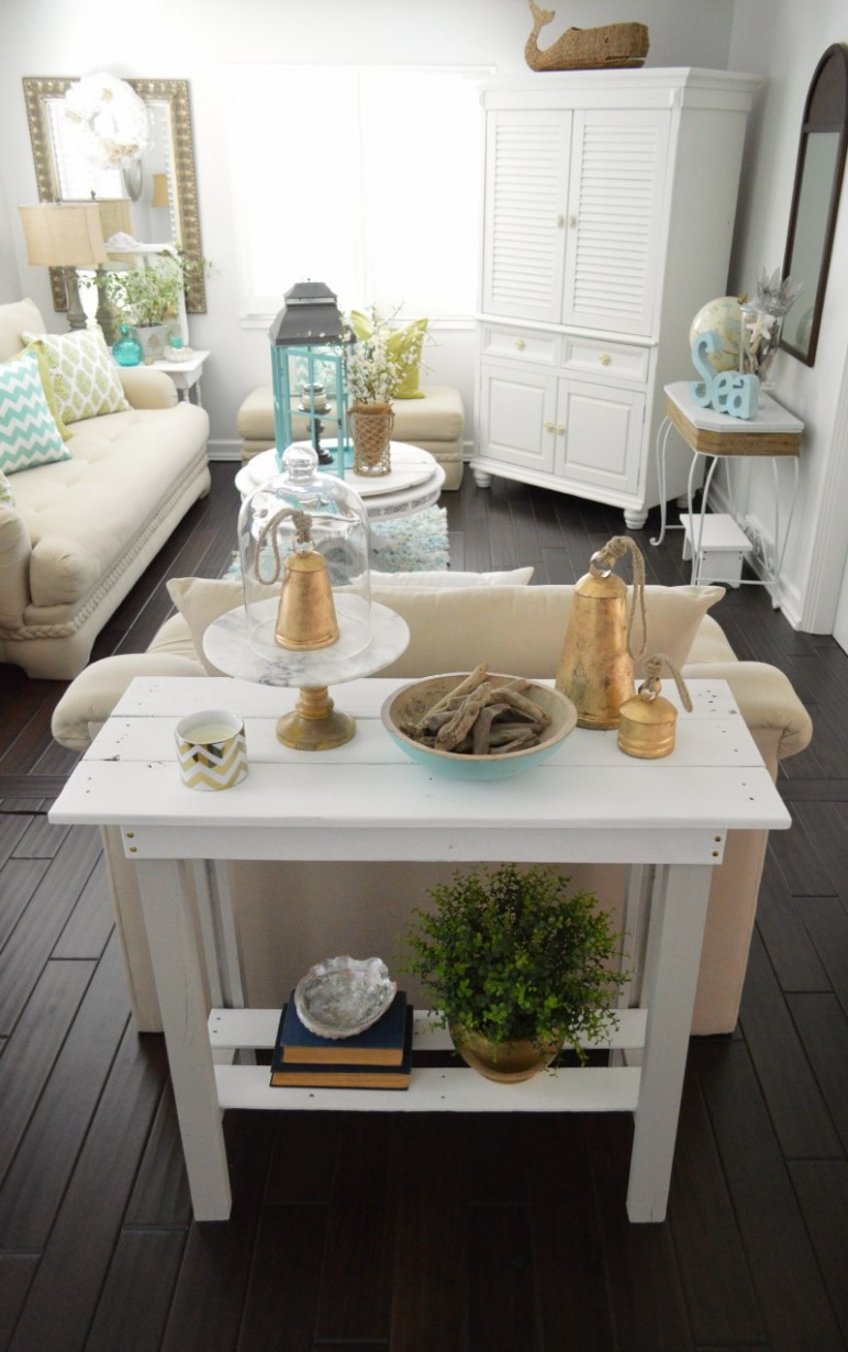 Beach Chic Coastal Home Decorating On A Budget foxhollowcottage 7