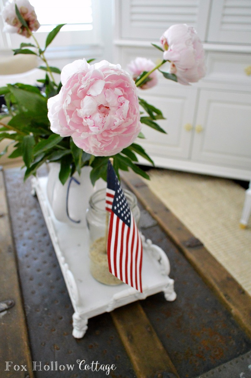 Red White and Blue Patriotic Summer Living Room