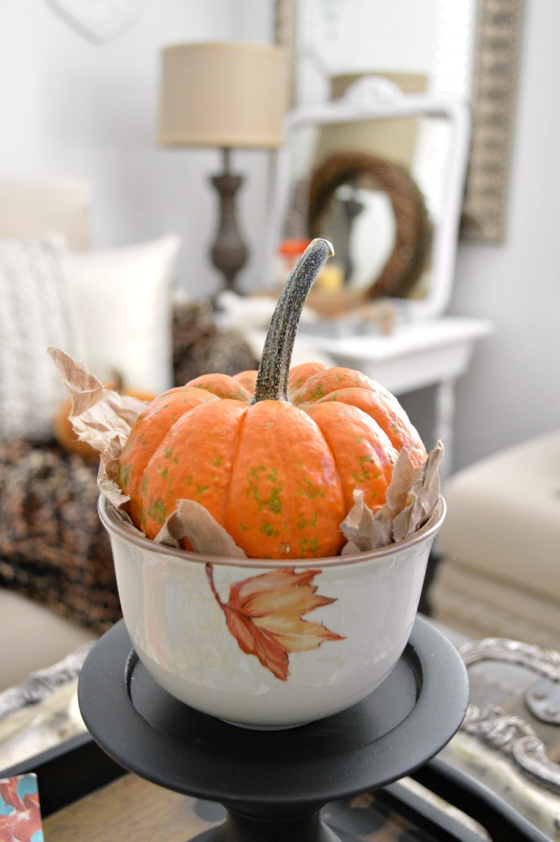 A shredded paper bag makes a great nest for fall pumpkins! Autumn home decorating for Thanksgiving with Better Homes and Gardens | @bhglivebetter #sponsored @bhg