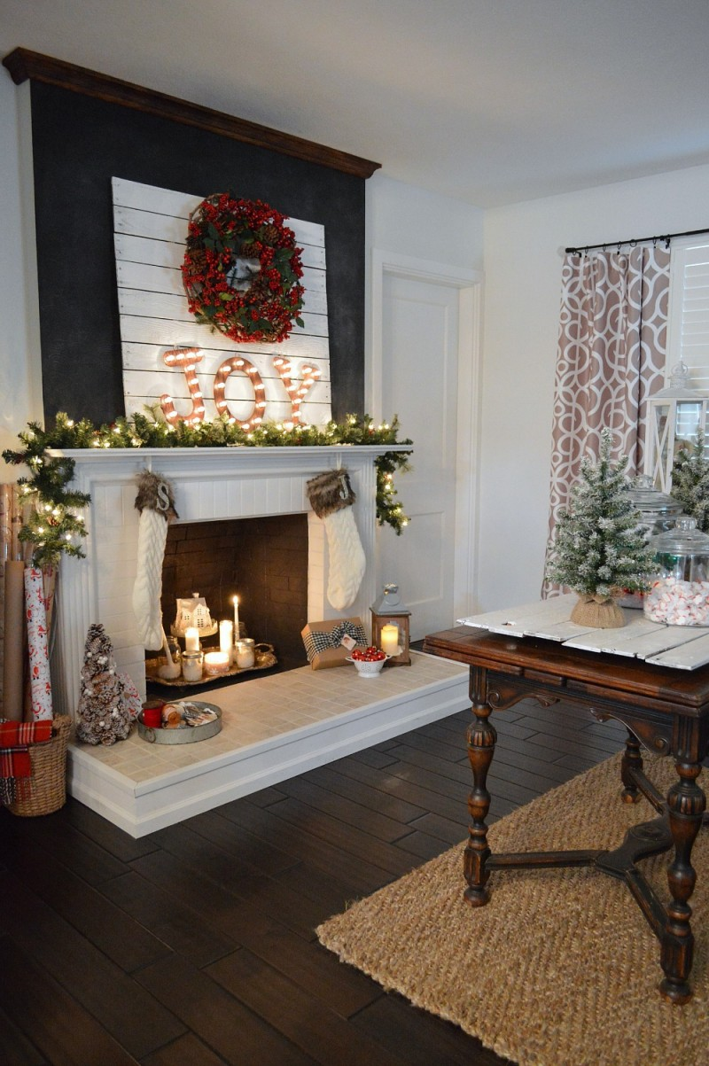Chalkboard Fireplace Mantel - JOY Marquee Sign - Vintage Entryway Butterlfy Table - Cottage Christmas Country Living Home Tour #CLChristmasTour