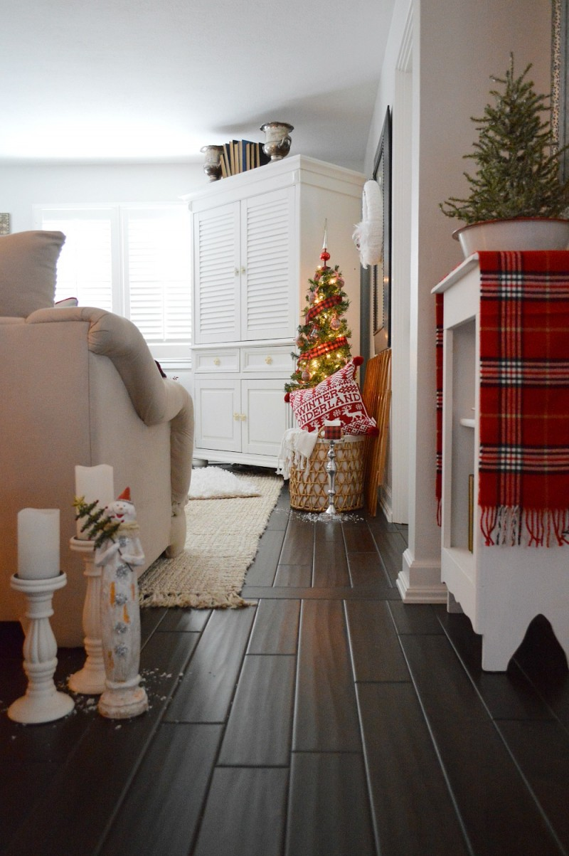 Cottage Christmas Home Tour with Country Living - Holiday decor in white and red