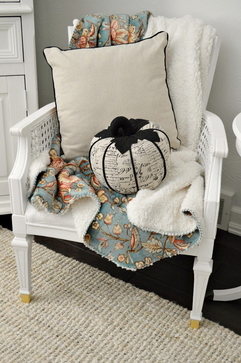Snuggle up for the season with this dual sided velvety soft sherpa throw. #sponsored by Better Homes and Gardens | @bhglivebetter @bhg