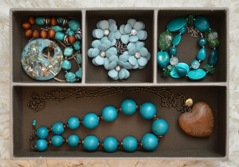 Divided compartments for organized accessory storage - Jewelry