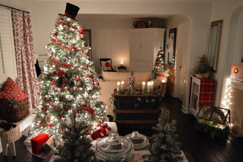 6 Cozy Cottage Nighttime Christmas Lights Tour