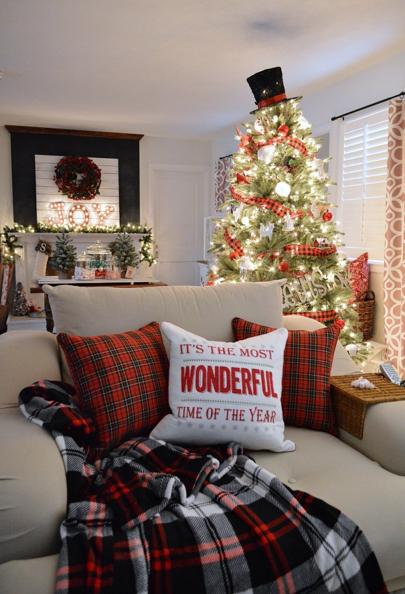 Christmas Home Tour - It's The Most Wonderful Time Of The Year Traditional Red Plaid Decorating - Coutnry Living Holiday Home Tour at www.foxhollowcottage.com