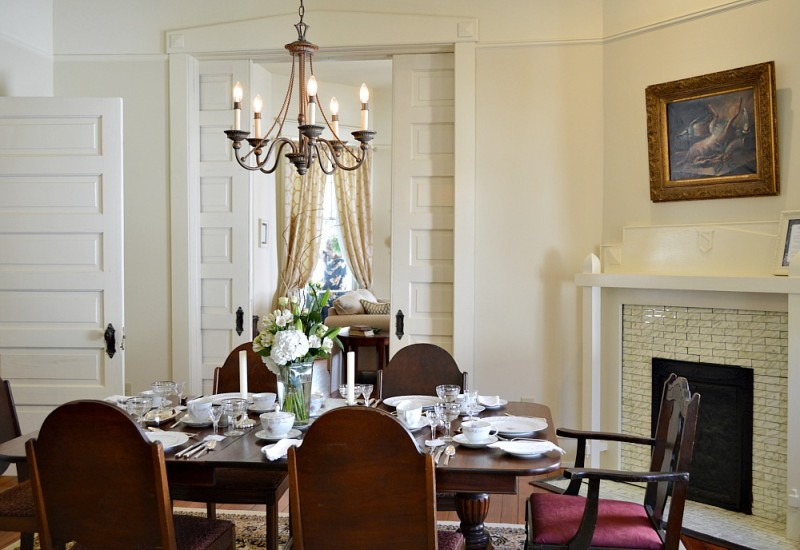 Vintage dining room with orginal antique furnishings - Southern Romance home