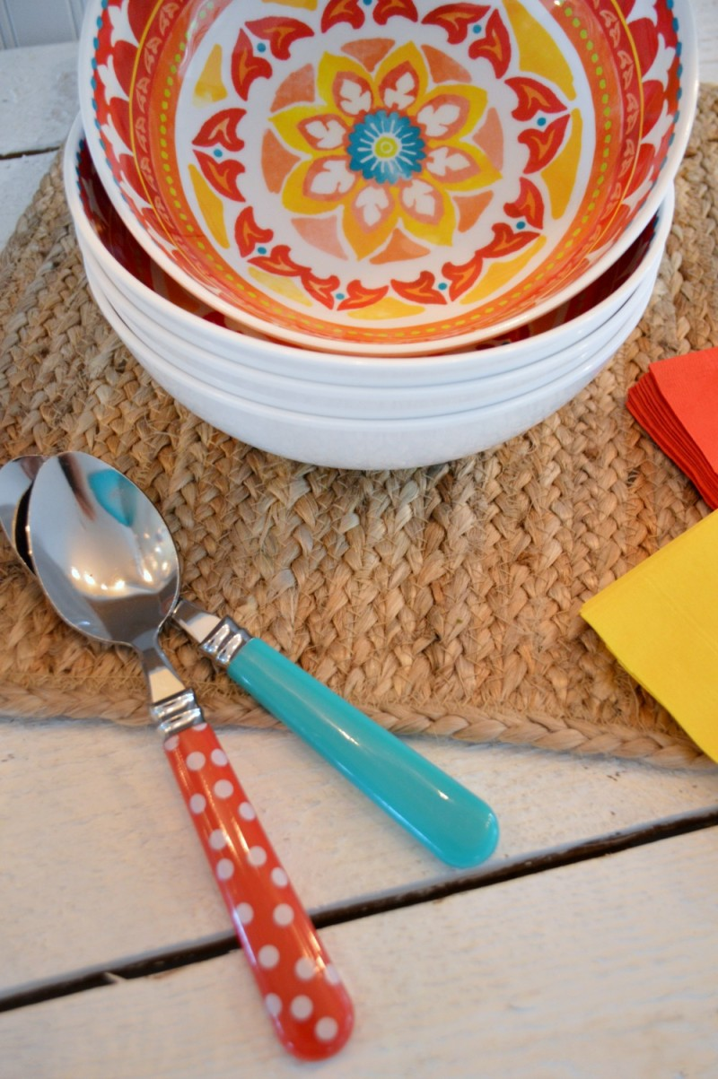 Super festive and fun red medallion print melamine cereal bowl. Colorful, casual and perfect for indoor and outdoor use.