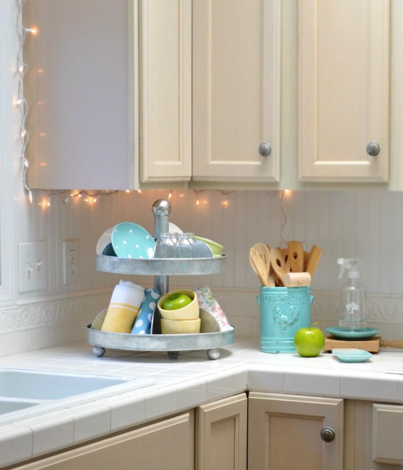 Cottage Ktichen. White, glavanized tray, fun aqua accessories.