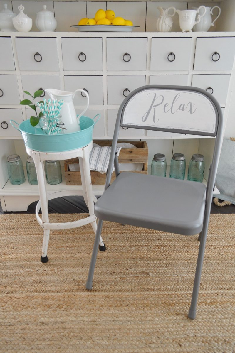 FOLDING CHAIR MAKEOVER - spray + chalk paint handlettered relax - Copy