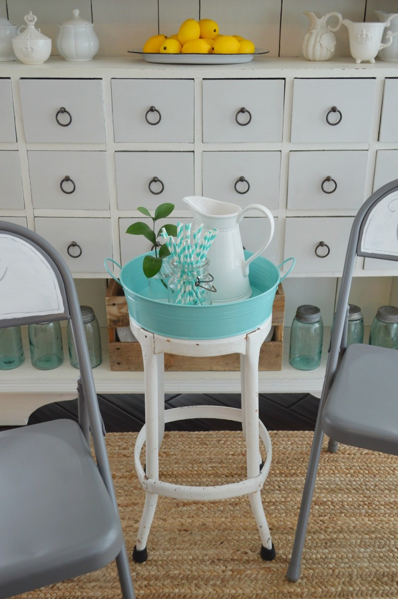 Spray and Chalk Paint Folding Chair Makeover 1