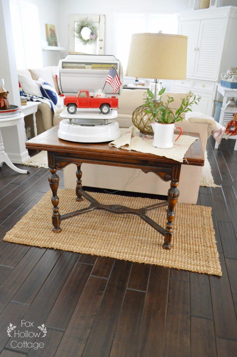 patriotic summer cottage living room. Black Bedroom Furniture Sets. Home Design Ideas
