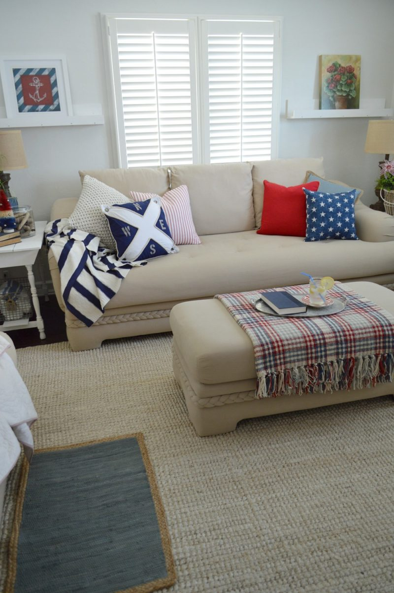 Patriotic summer cottage living room for Red and blue living room decor
