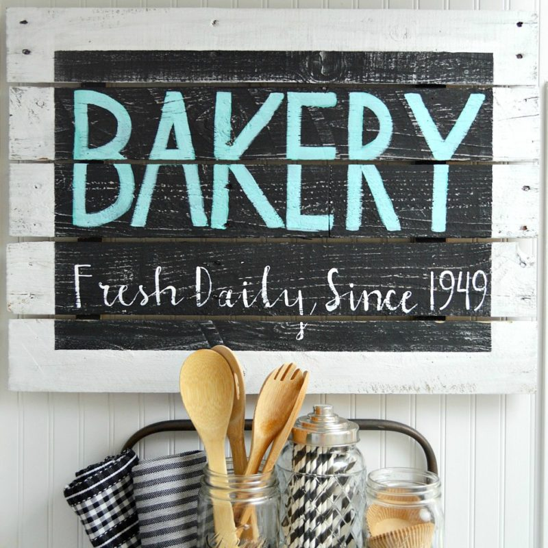 Farmhouse style DIY home decor - BAKERY reclaimed pallet wood sign - foxhollowcottage.com - Kitchen Wall Art
