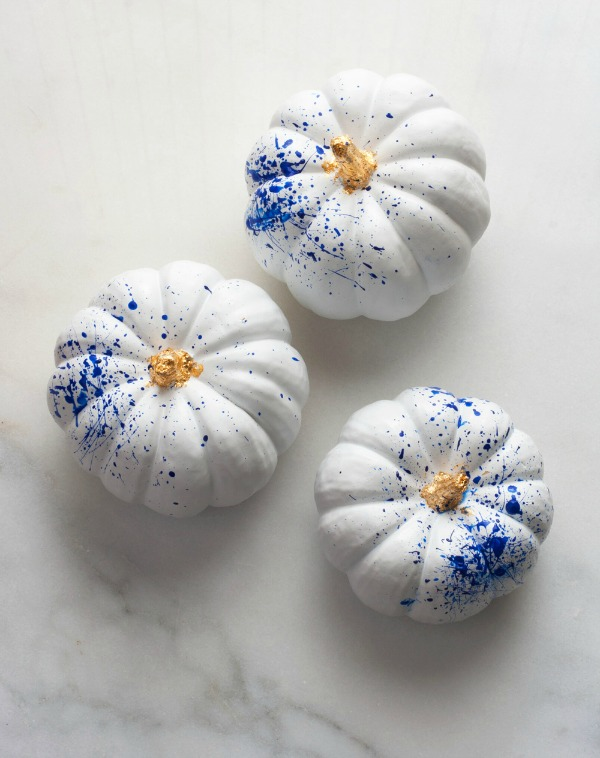 diy-gold-leaf-splattered-pumpkins, 31 Fabulous Pumpkin Decorating Ideas