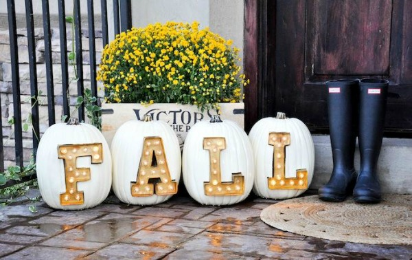 marquee-light-letter-pumpkins, 31 Fabulous Pumpkin Decorating Ideas
