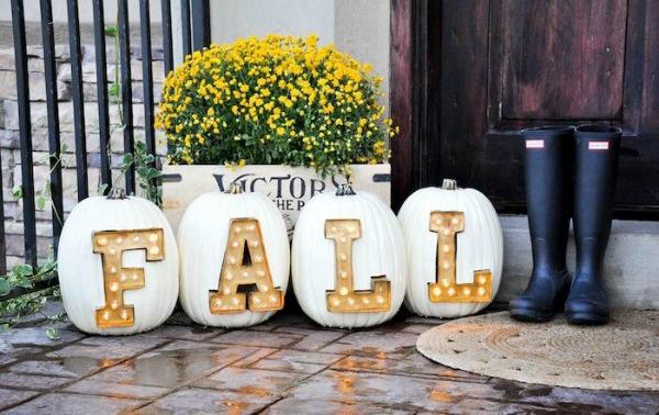 marquee-light-letter-pumpkins, 31 Fabulous Pumpkin Decorating Ideas