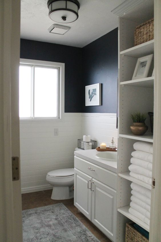Navy bathroom decorating ideas for Navy and white bathroom accessories