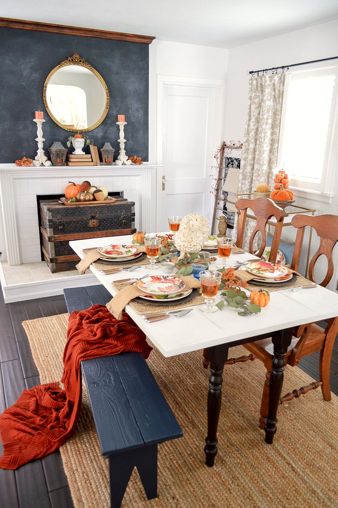 Autumnal tablescape table decorating ideas for fall and Thanksgiving that are budget and beginner friendly!