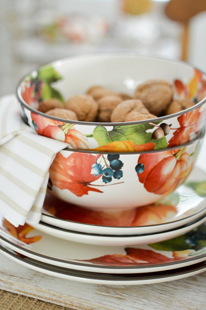Easy Autumn Home Decorating: Simple Fall Table - Seasonal Dishes