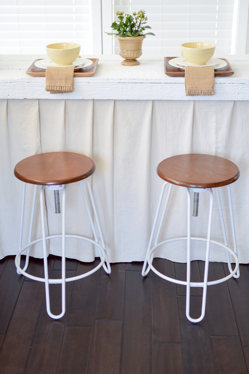 Simple Affordable Cottage Farmhouse Table Decorating Ideas at Fox Hollow Cottage