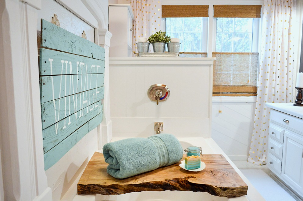 Aqua Summer Bathroom Refresh - Live edge maple slab bath tray, Vintage DIY aqua wood pallet sign, Better Homes & Gardens mini room makeover. #sponsored