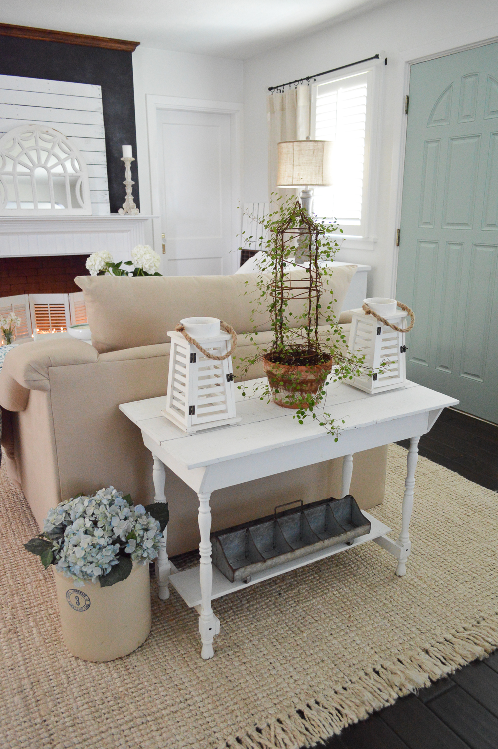 Fox Hollow Cottage - find eclectic, coastal cottage farmhouse style home decorating ideas that are easy and affordable!