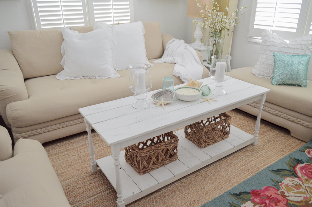 Love all the white and neutrals in this summery coastal cottage.