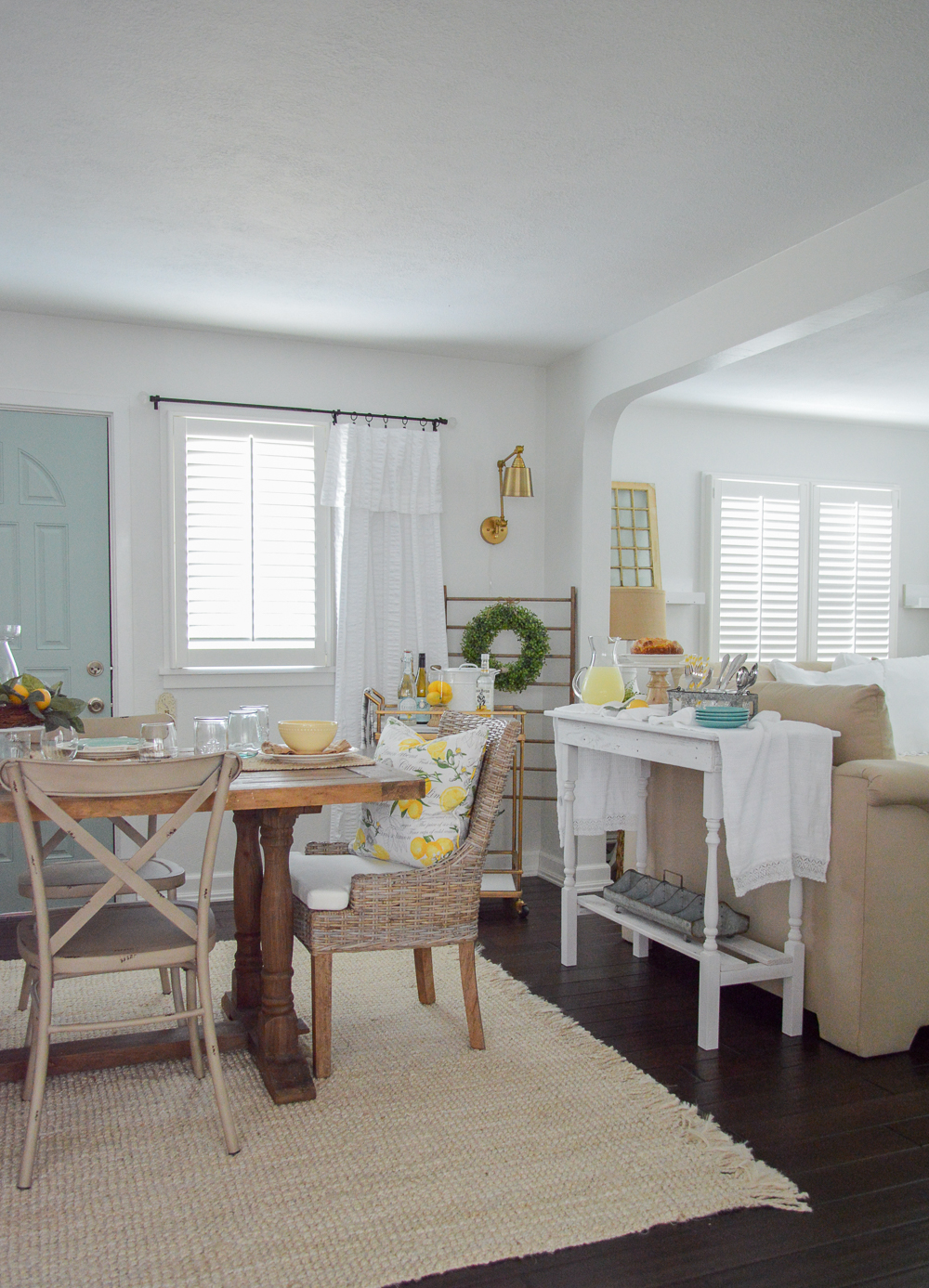 Summer cottage decorating. Sisal rug, wood floors, lemon tablescape.