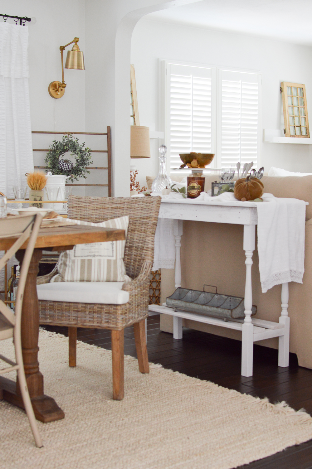 Simple, Neutral Fall Dining Room Decorating Ideas with Natural Elements, Texture and Neutral Colors.