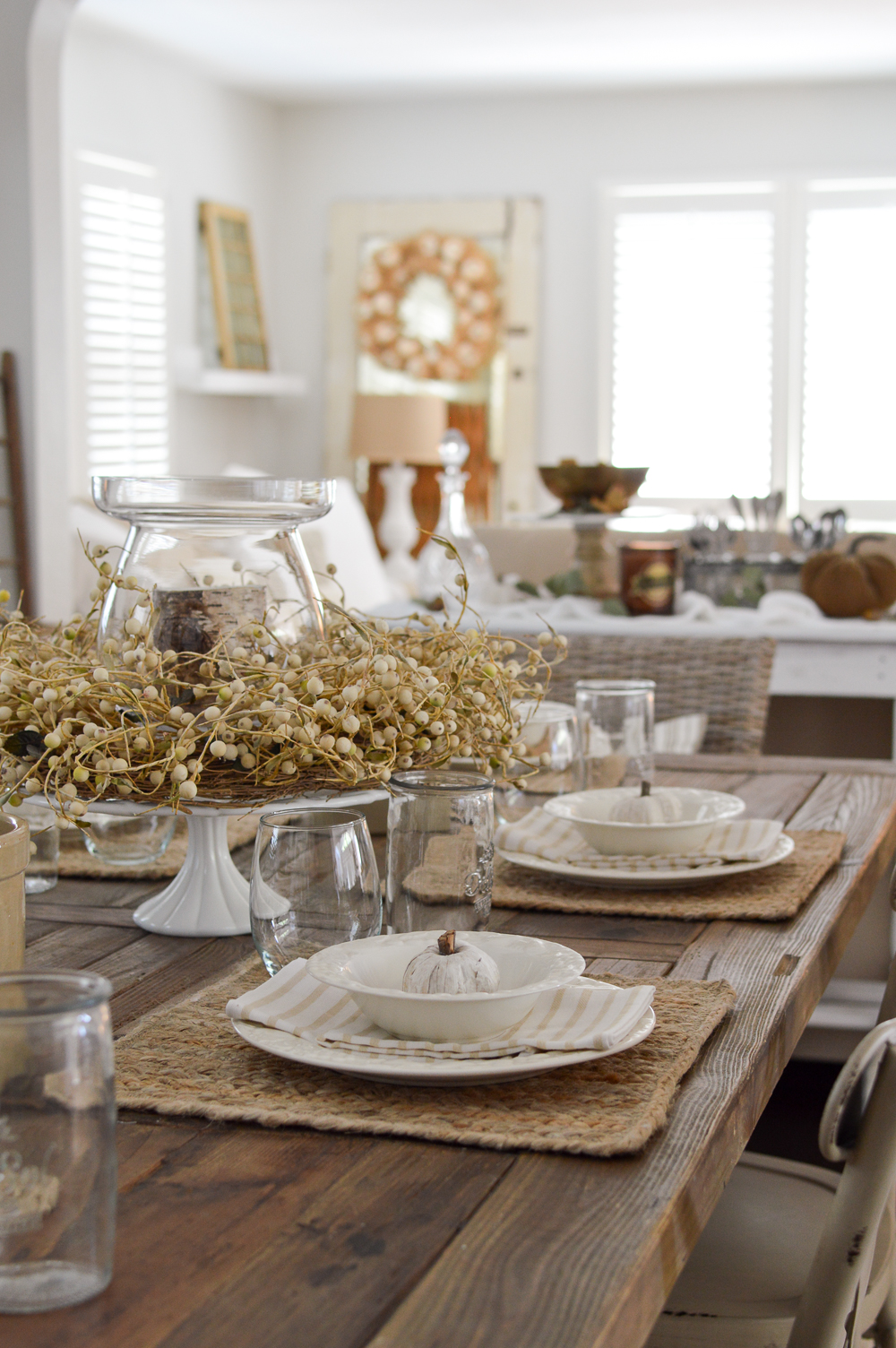 Simple Summer to Fall Dining Room Decorating Ideas that are Easy - Neutral farm table setting
