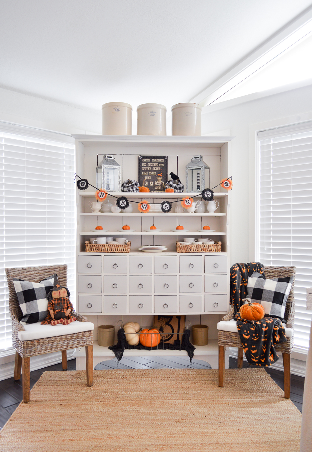 Classic Black and Orange Halloween Decorating - Fox Hollow Cottage