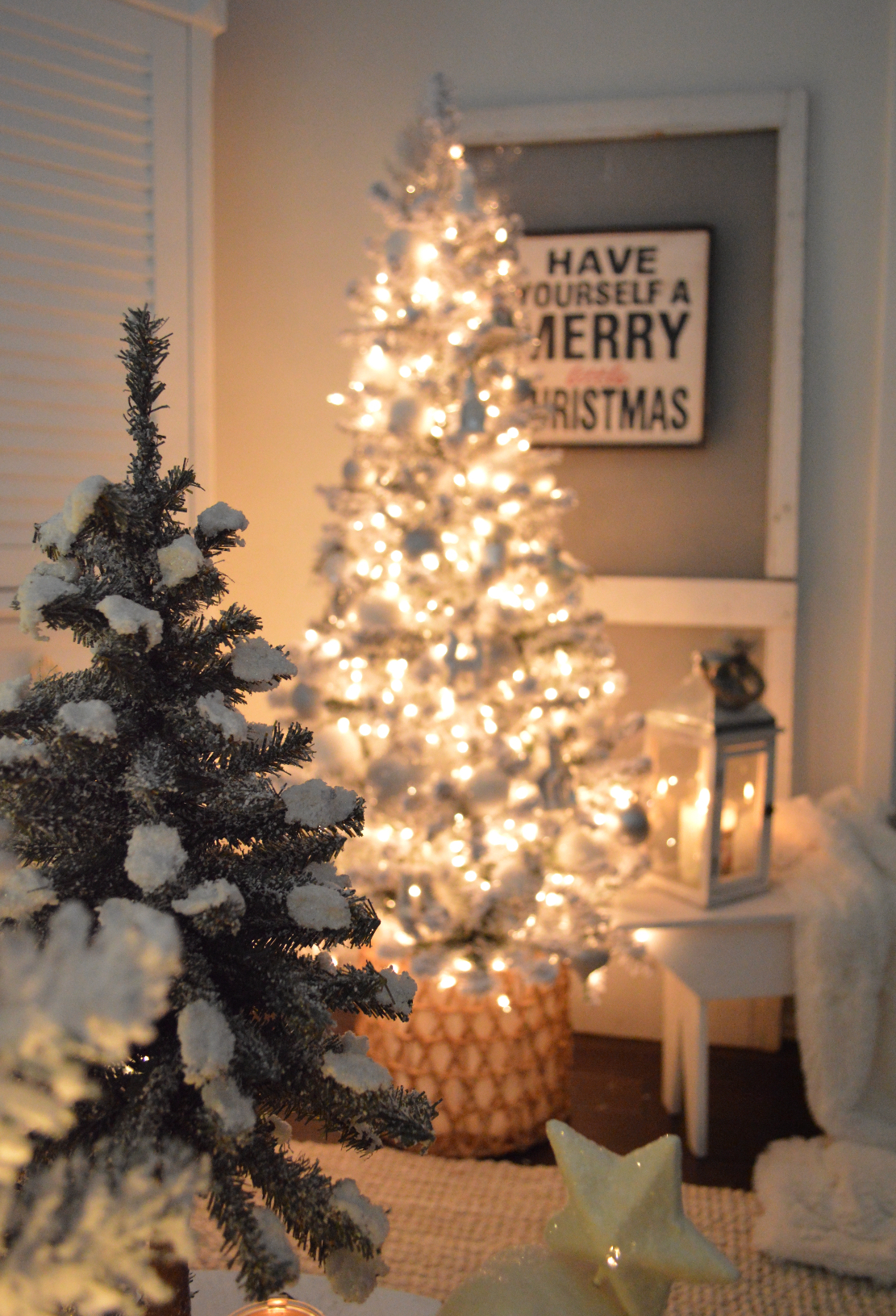My $30 Flocked Christmas Tree Details - Affordable holiday decorating ideas.