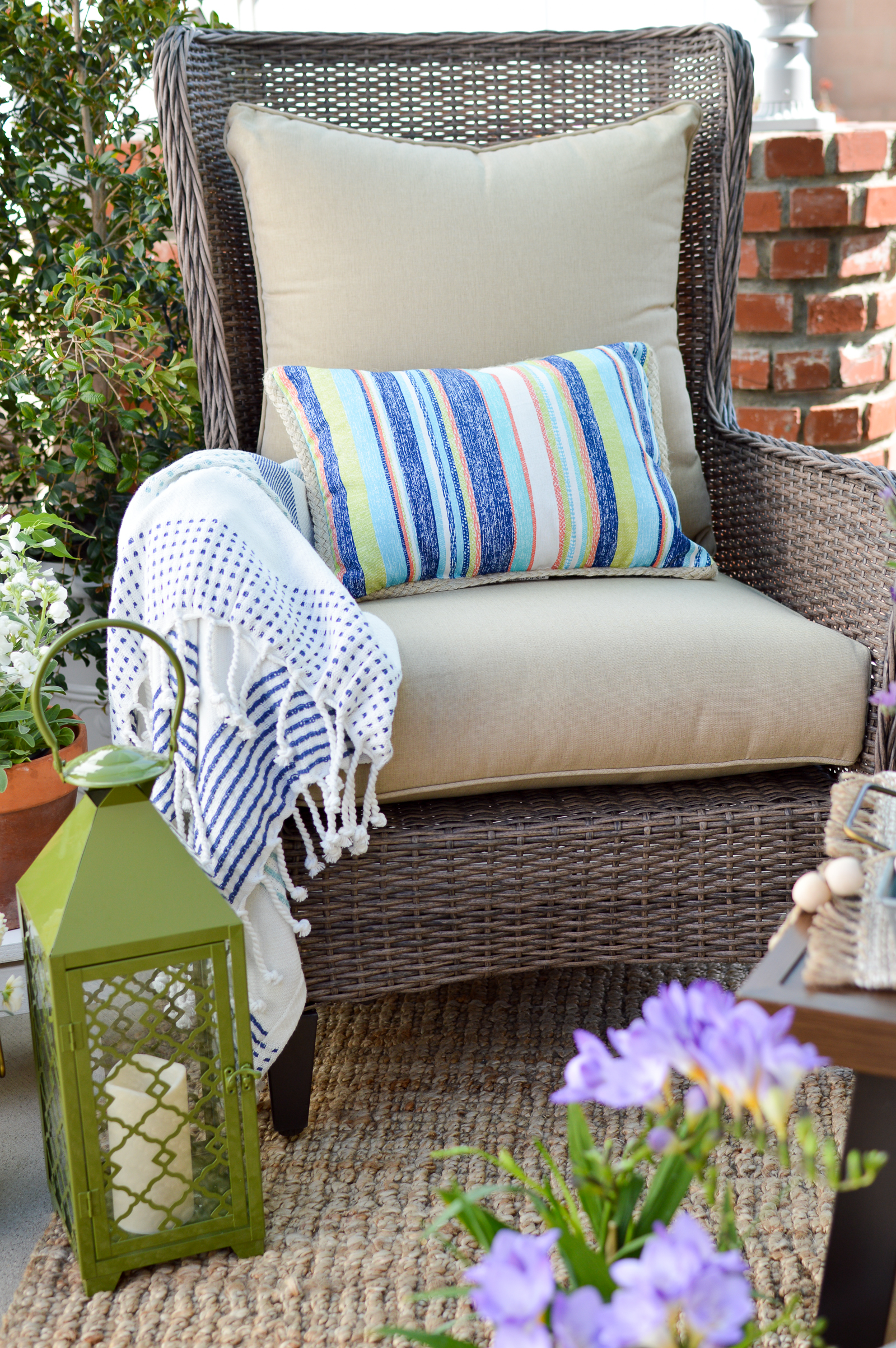 Small Space Patio Decorating Ideas with Really Comfortable Outdoor Furniture www.foxhollowcottage.com #sponsored with Better Homes & Gardens. Find it at Walmart