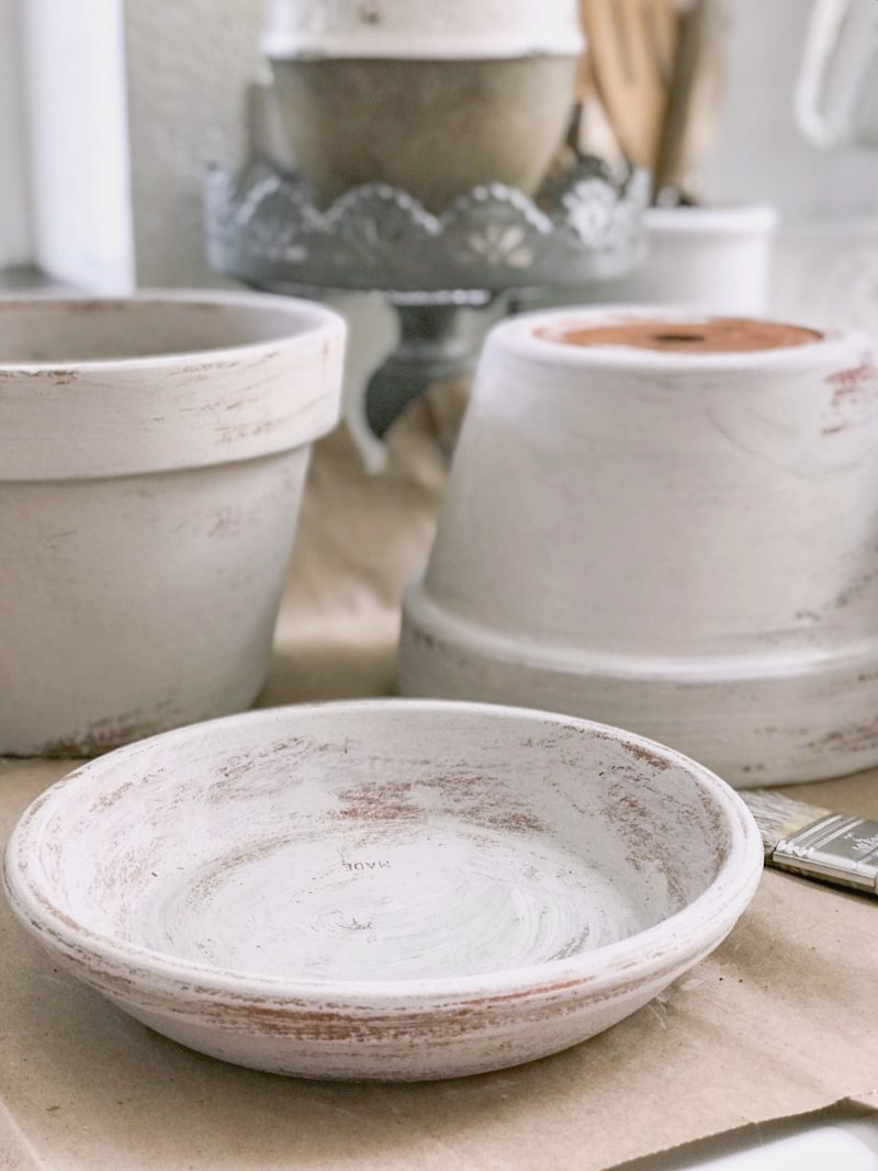 Beautiful Aged Terracotta Pot Paint Makeover - how to chalk paint planters and pots for a french cottage farmhouse look #planter #flowerpot #gardenpot