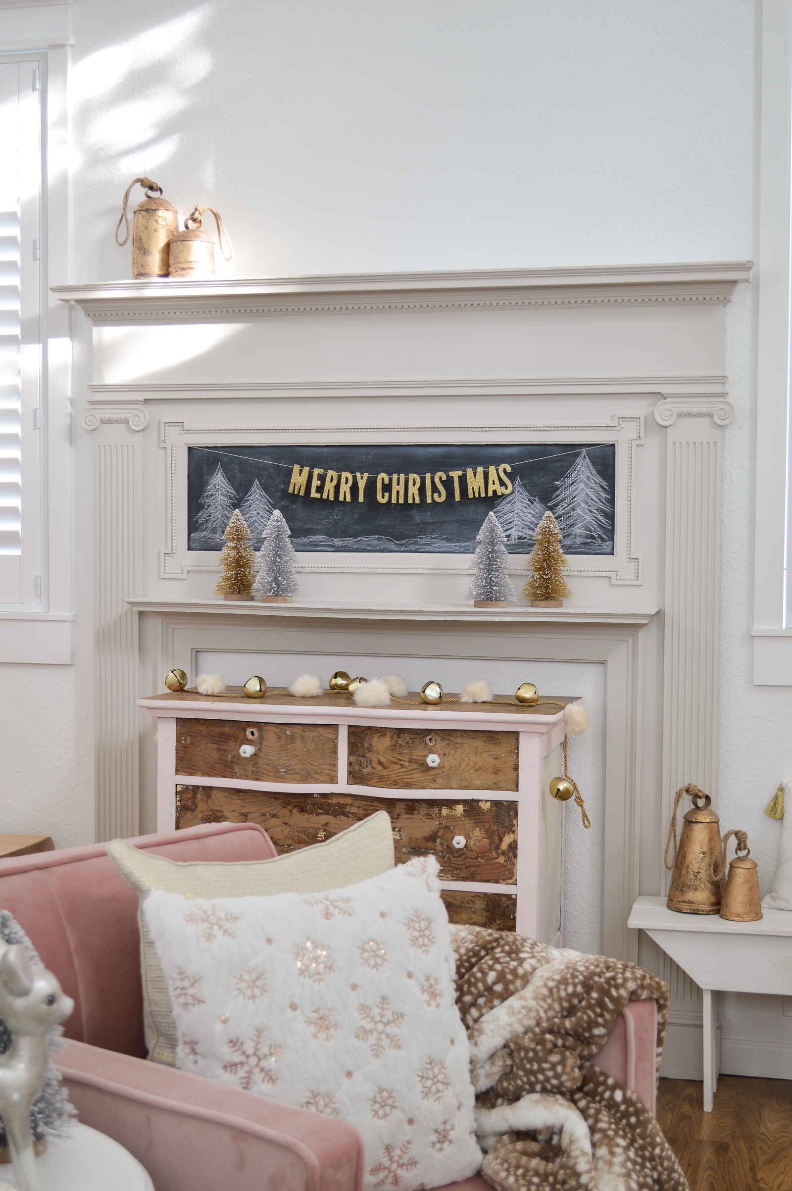 affordable-vintage-cottage-pink-christmas-decorating-ideas-with-flocked-tree