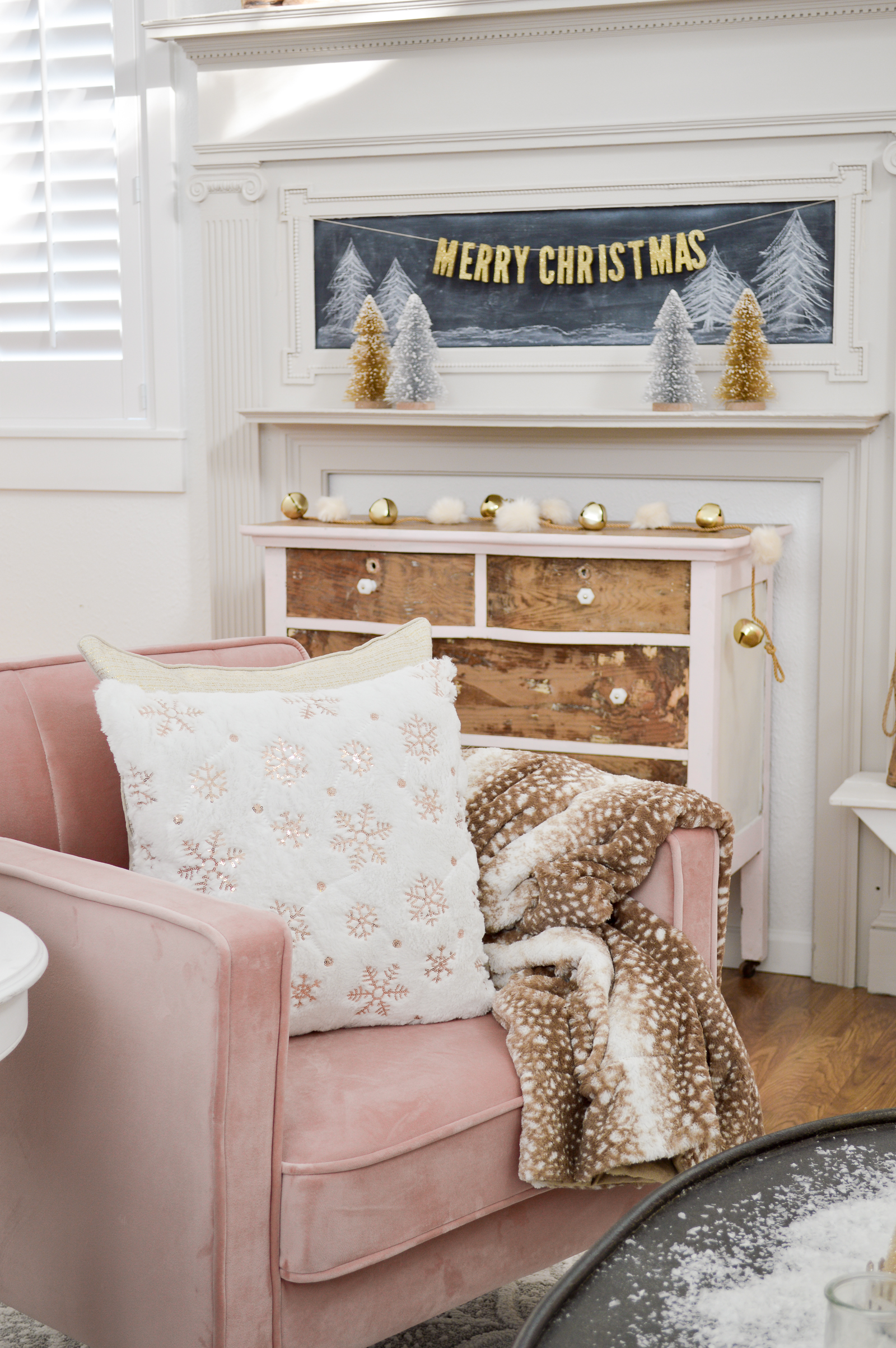 834b04b9dd02a Your welcome. affordable-vintage-cottage-pink-christmas -decorating-ideas-with-