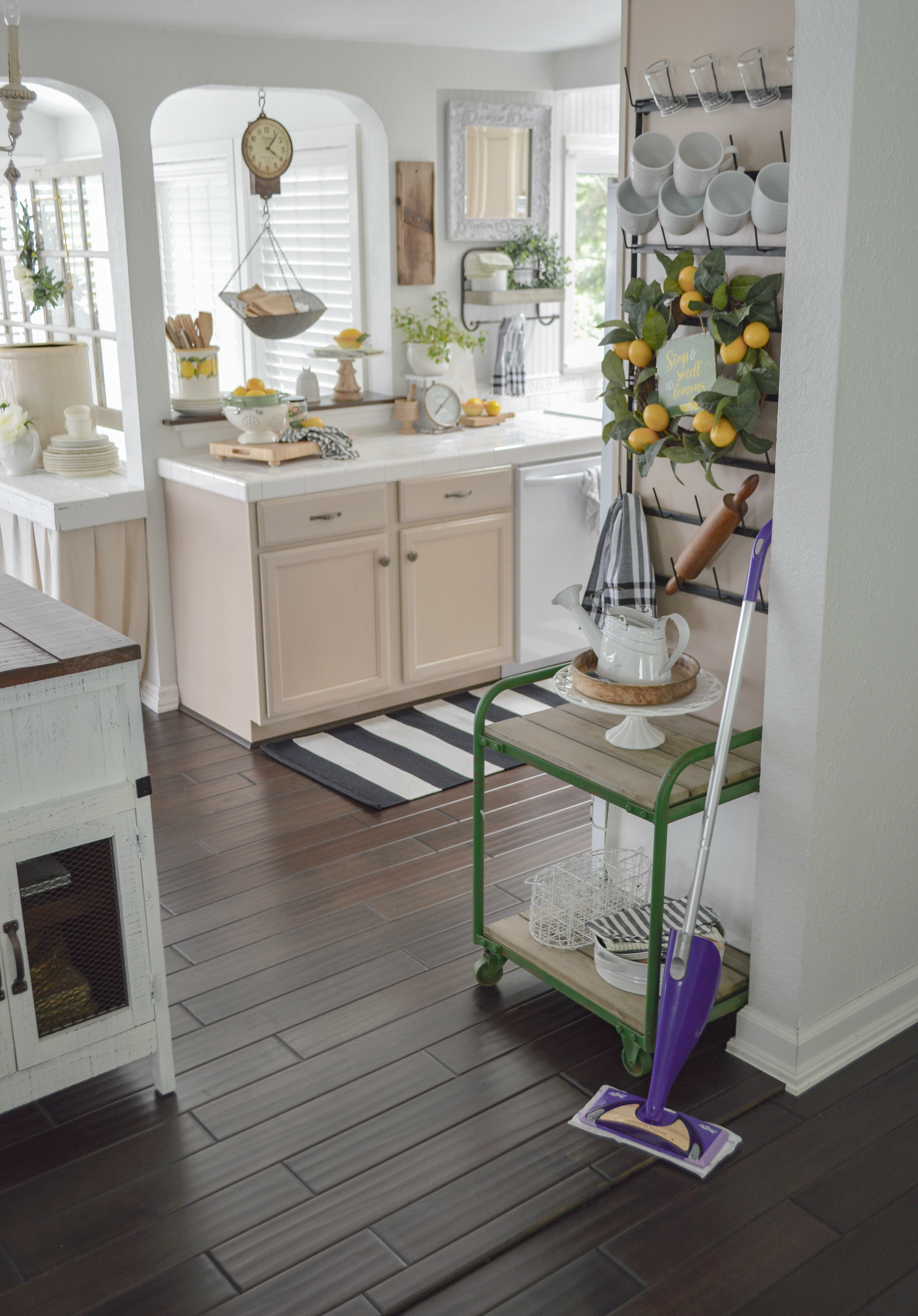 Clean wood floors quick and easy - Swiffer WetJet Wood