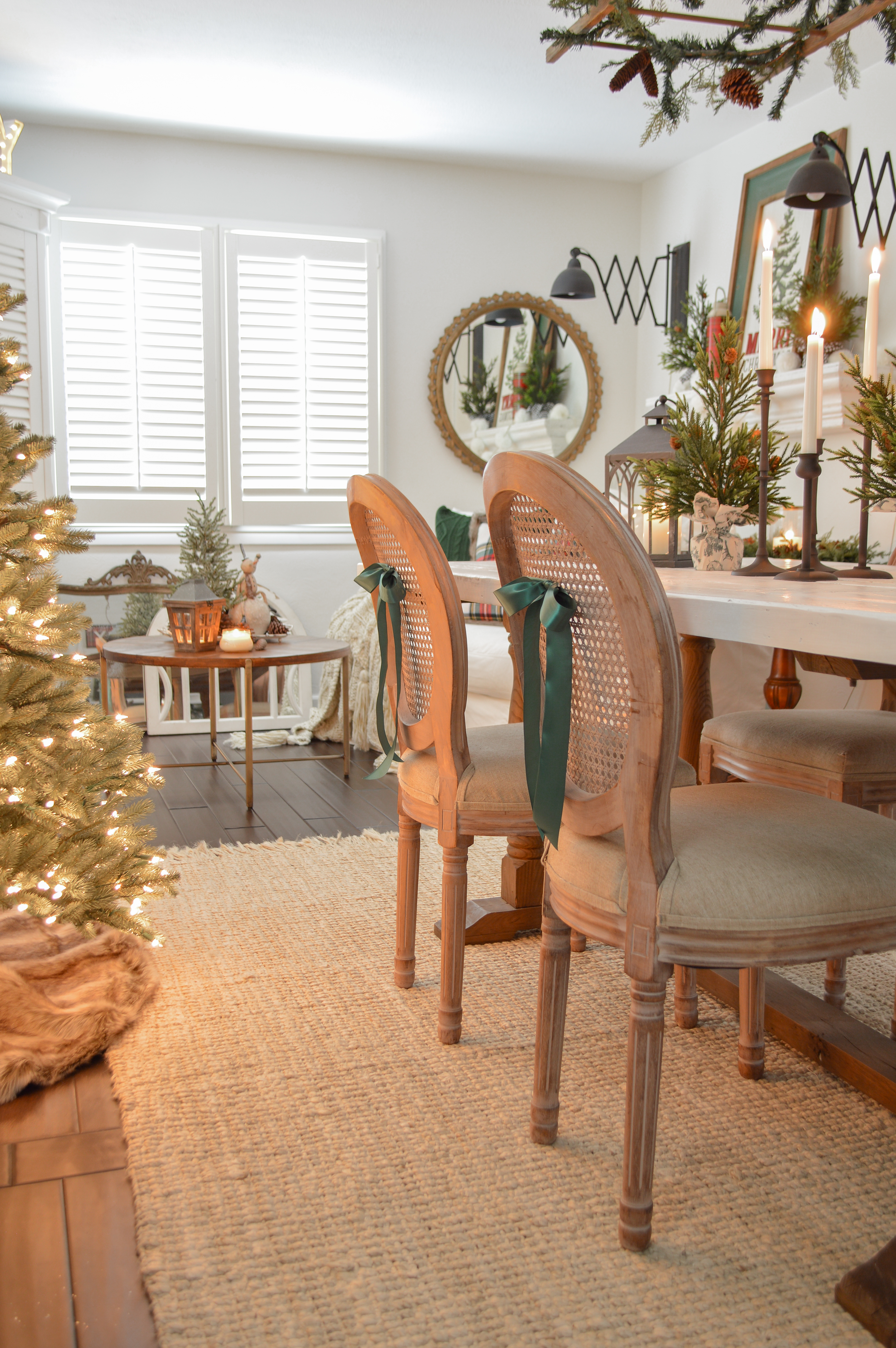 Holiday Housewalk Merry Christmas Home Tour - Cozy little 1920's cottage home decorated for Christmastime - full of affordable, easy ideas, vintage finds and DIY projects! #holidayhousewalk #christmashometour #cozychristmas #cottagechristmas #farmhousechristmas