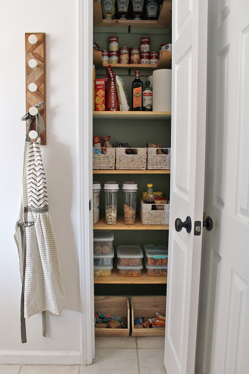 foto de 20 DIY Pantry Makeovers With Organizing Tips And Storage Ideas Fox ...